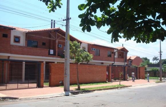 Duplex Fachada Frontal Ladrillo a la vista con cabreada