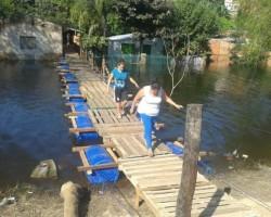 puente-con-elementos-reciclados-construido-en-zona-del-parque-caballero-de-asuncion-_595_446_1106408