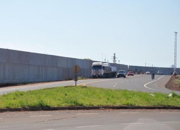 el-muro-visto-desde-la-avenida-de-acceso-al-puente-internacional