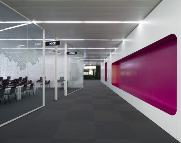 500e0efe28ba0d60a2000047_cibernarium-y-auditorio-del-edificio-mediatic-arantxa-manrique-yaiza-terr-_4-1000x793