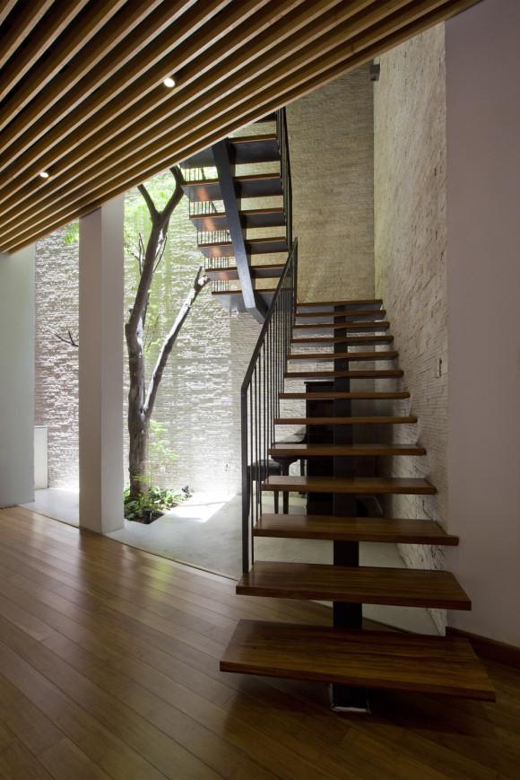 pic13_stairs_OKI