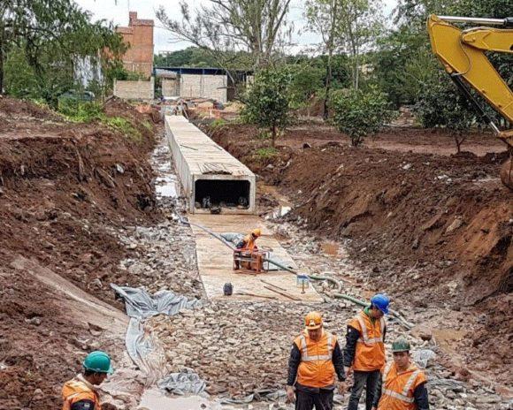 Avanzan trabajos de instalación de galerías pluviales en el corredor central del Metrobús