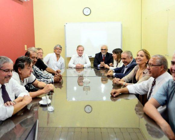 miembros-del-centro-de-arquitectos-colorados-se-reunieron-ayer-con-el-titular-del-muvh-dany-durand-para-presentar-la-propuesta-de-la-ampliaci_902_573_1733778